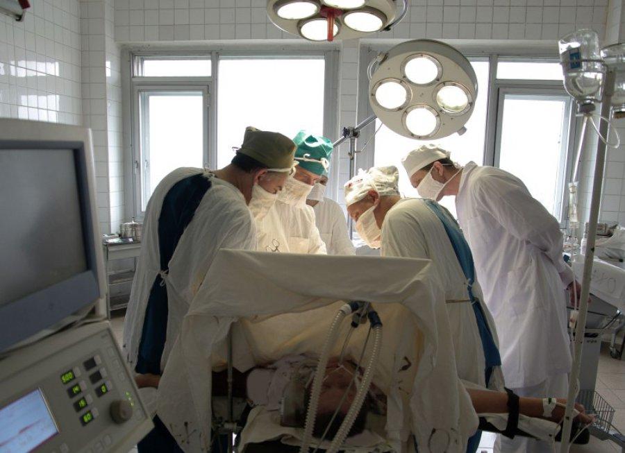 Брянские медработники провели неповторимую операцию: удалили пациенту огромную опухоль