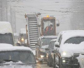 В Брянске бушует сильный снегопад