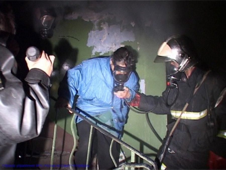 Ночью в Путевке при пожаре в пятиэтажке эвакуировали 20 жильцов