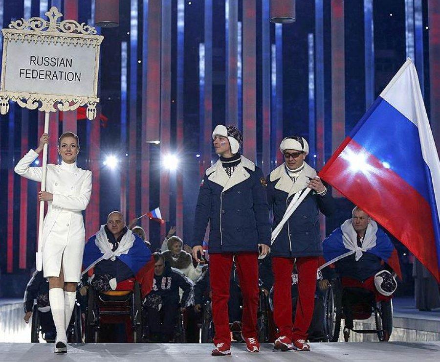 На открытии Паралимпиады брянский спортсмен нес флаг России