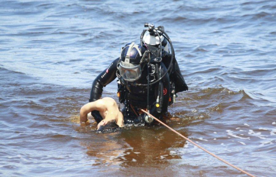 """Результат пошуку зображень за запитом """"труп в озері"""""""