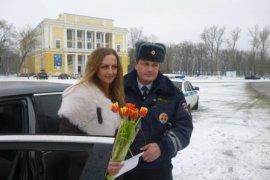 Брянские полицейские поздравили автоледи с 8 Марта