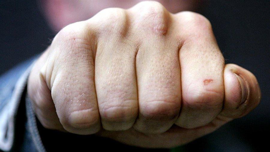 Нетрезвый гражданин Клинцов разбил посуду впиццерии илицо сотруднику милиции