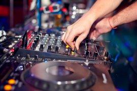 Под Брянском уголовник украл из сельского клуба музыкальный пульт