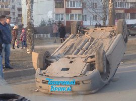 "В Брянске возле ТЦ ""Маяк"" перевернулась автоледи на ""Шевроле"""