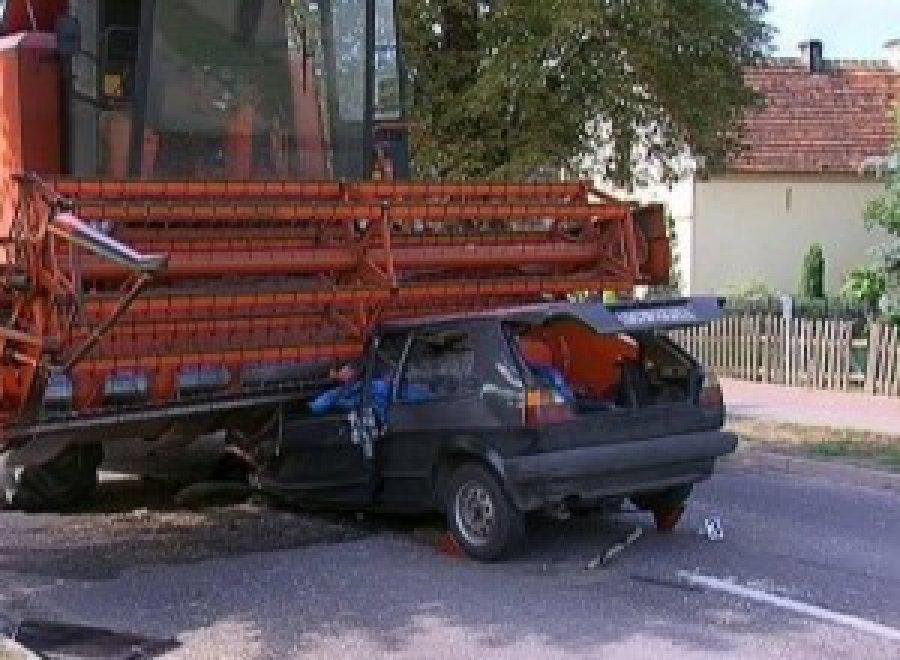 ВБрянской области шофёр ВАЗа сломал нос вДТП скомбайном