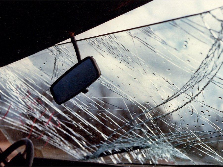 В Брянске 19-летний водитель ВАЗ протаранил электроопору