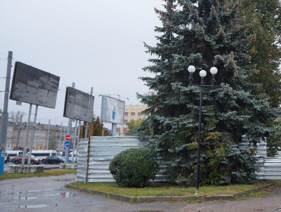 """Власти Брянска открестились от загадочной стройки ТЦ на """"Полтиннике"""""""