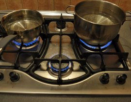 Жители центра Брянска две недели живут без горячей воды