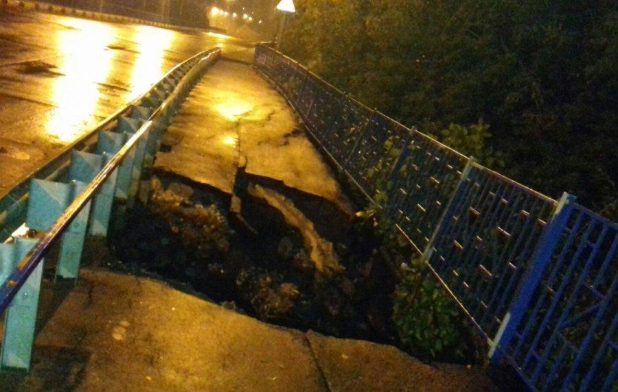 В Брянске сняли на фото страшный провал на Малыгинском мосту