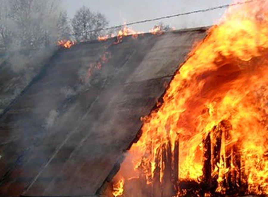 Ночью вБрянске сгорел дом поулице Бежицкой: есть пострадавшие