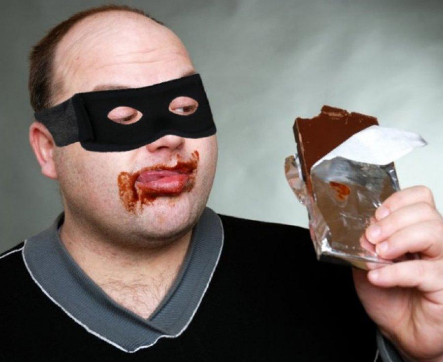 Брянский сладкоежка похитил исъел 100 плиток шоколада