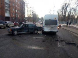 В Брянске две женщины пострадали в ДТП с маршруткой №49 и «Mercedes»