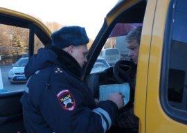 Брянских маршрутчиков наказали за разговоры по телефону