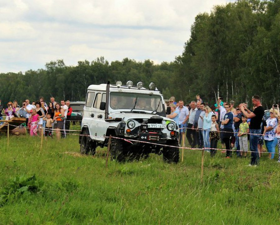 Насоревнованиях джипов вНовозыбковском районе шофёр сбил восьмилетнюю девочку