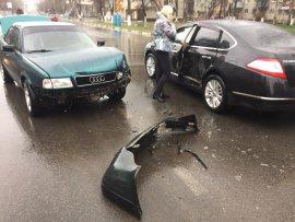 В Бежицком районе Брянска не разъехались две иномарки