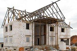 Житель Брянска со строящегося дома вынес 18 плит