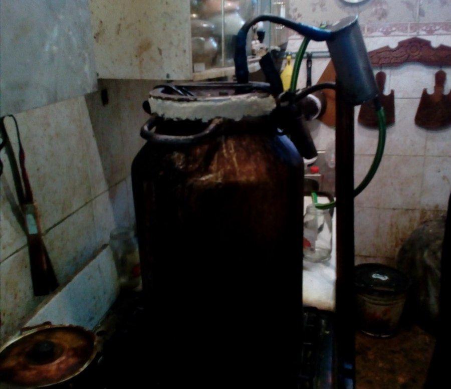Убрянца изъяли 80 литров самогона