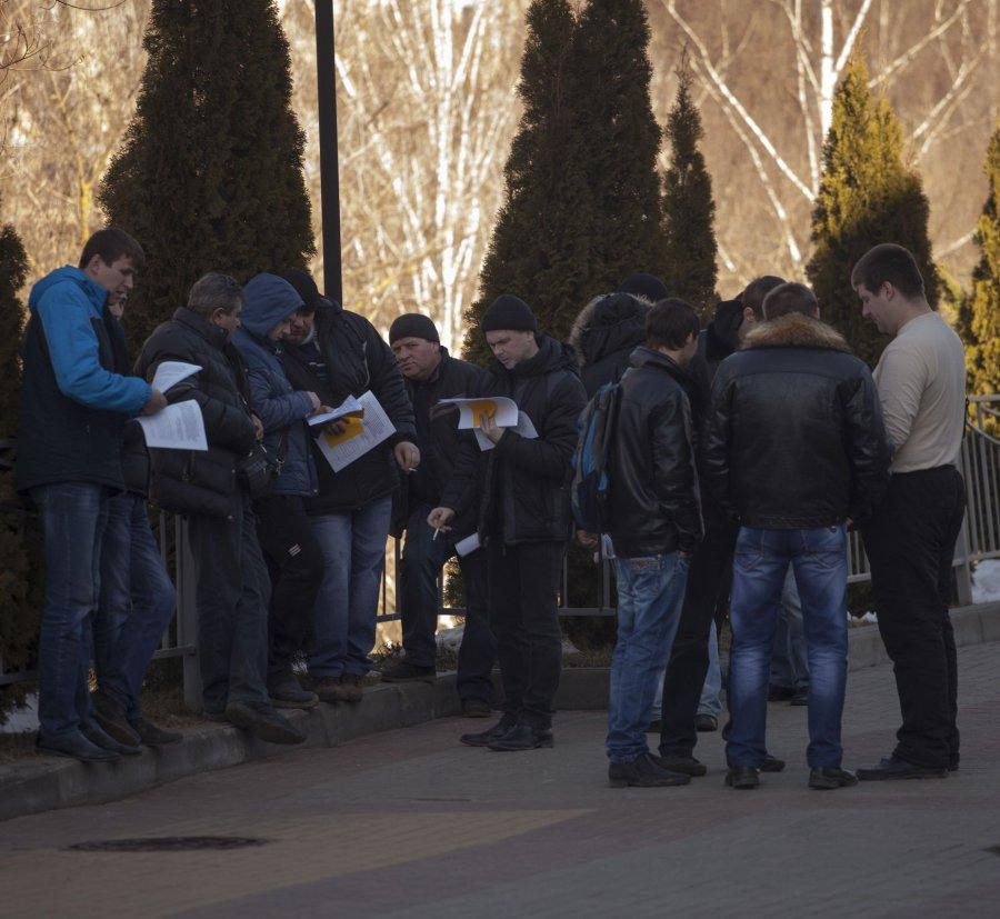 """На общественные слушания в Брянске завезли """"титушек"""""""