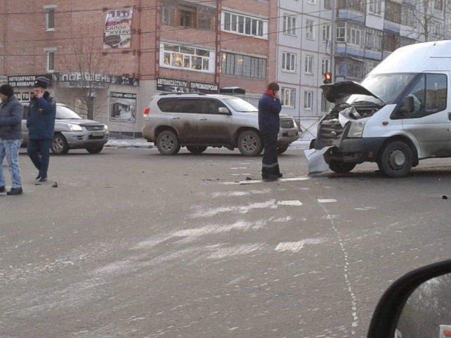 В Брянске новое ДТП с маршруткой: пострадали три пассажира
