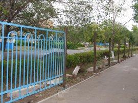 Брянскую школу №8 забыли огородить забором