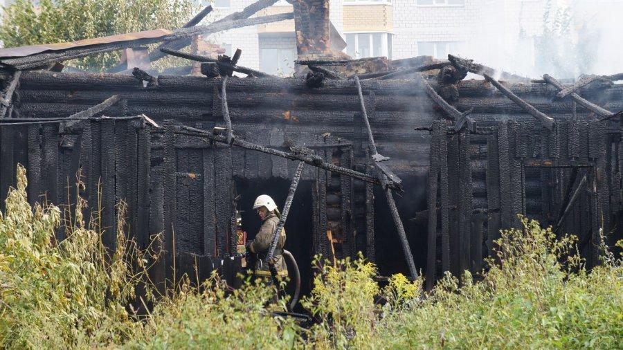 Вцентре Брянска сгорел исторический дом