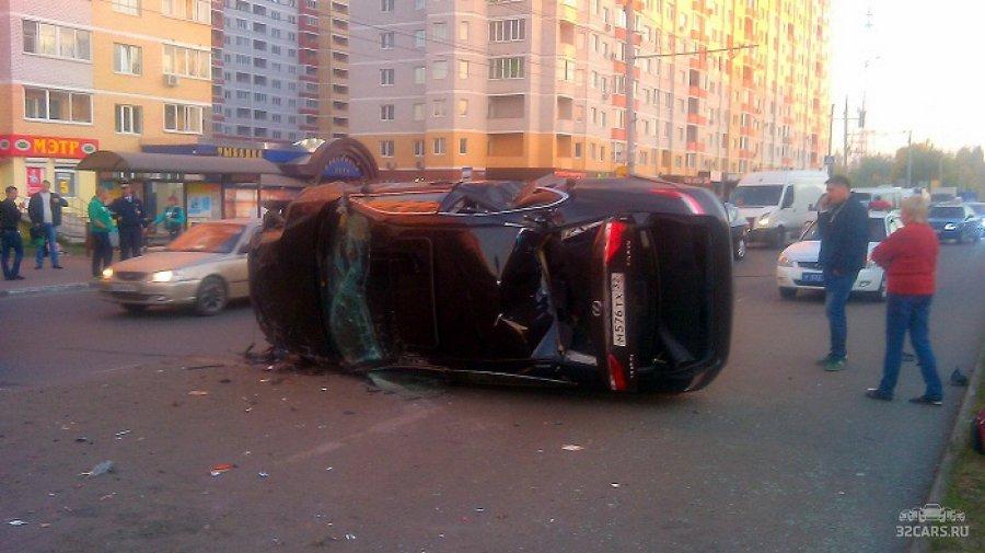 "В Брянске на проспекте Станке Димитрова перевернулся ""Лексус"""