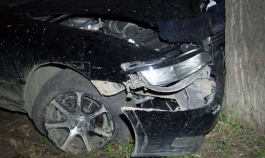 Под Брянском нетрезвый лихач врезался вдерево иранил 16-летнюю пассажирку