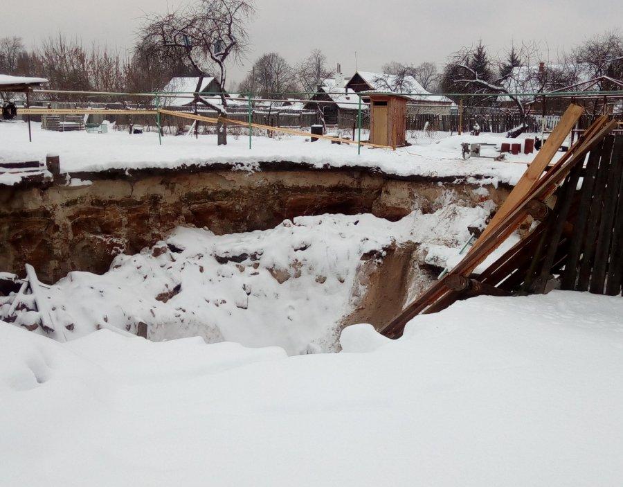Брянское МЧС обвинили в бездействии после провала земли в Вышкове