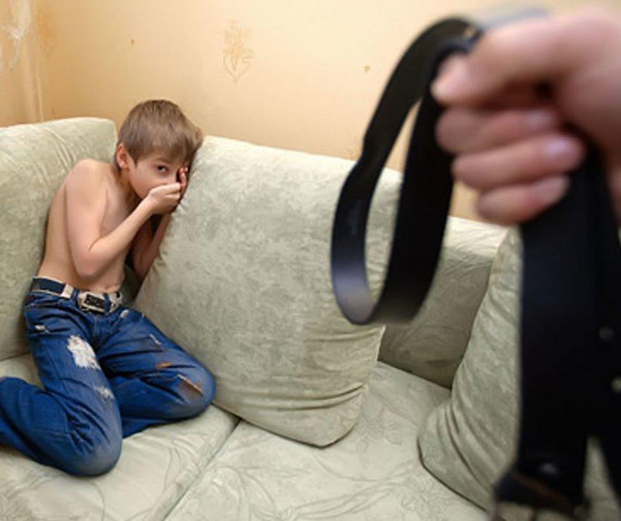 Гражданин Комаричского района избивал сына игрозил зарезать семилетнюю дочь