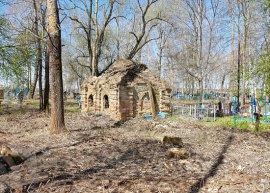 В брянском селе на кладбище нашли старинную часовню