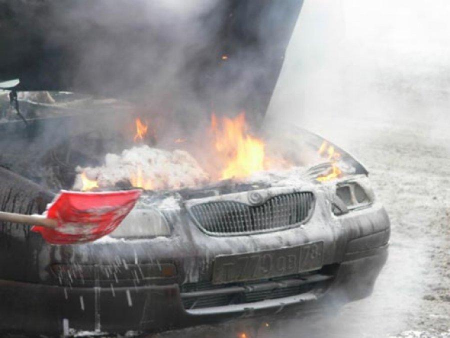 Напереулке Кирова вБрянске сгорела машина