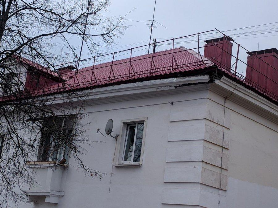 В Брянске разрушающийся дом на Калинина грозит убить людей