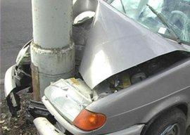 Под Брянском ВАЗ въехал в столб: 76-летний водитель сломал челюсть