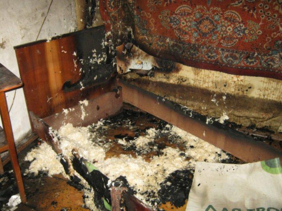 В Брянске в жилом доме горела постель: есть пострадавший