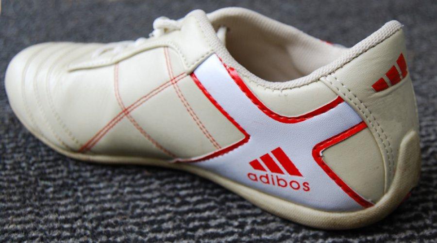 Брянский магазин обвиняют впричинении ущерба брендам Reebok, Nike иAdidas