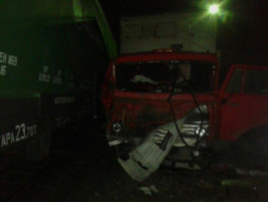 В Брянской области в Клинцах на переезде поезд протаранил «КамАЗ»
