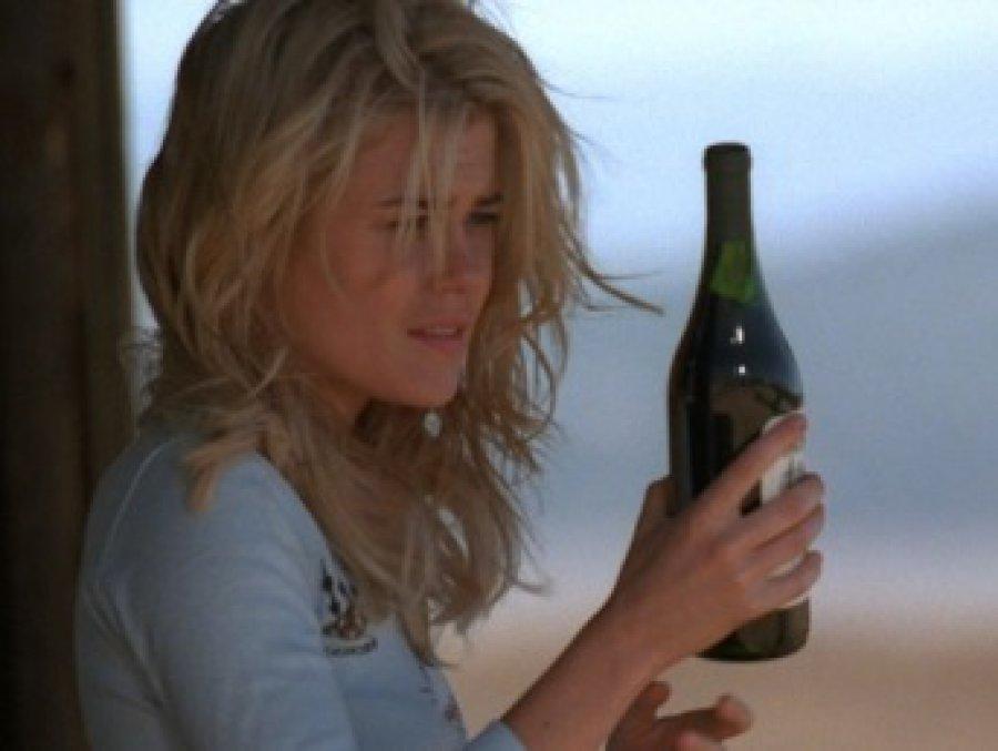 Жительницу Клинцов подозревают вубийстве сожителя при помощи бутылки