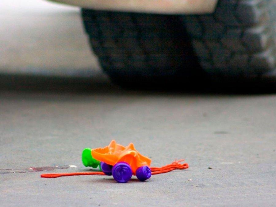 Водворе наулице Романа Брянского автомобилист сбил пятилетнего ребенка