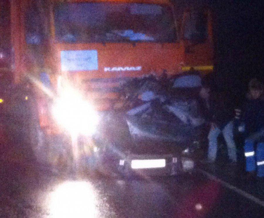 Под Брянском «Хонда» влетела под «КамАЗ»: водителя разорвало начасти