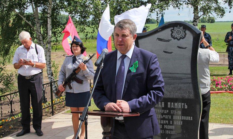 В брасовском селе открыли памятник военным летчикам