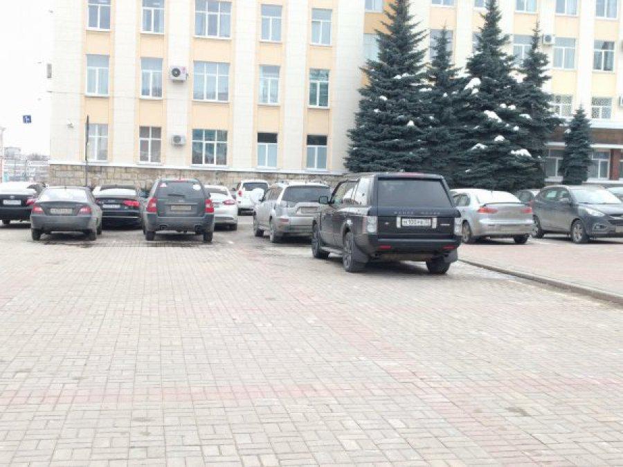 В Брянске оштрафовали автохама за парковку на площади Ленина Брянск