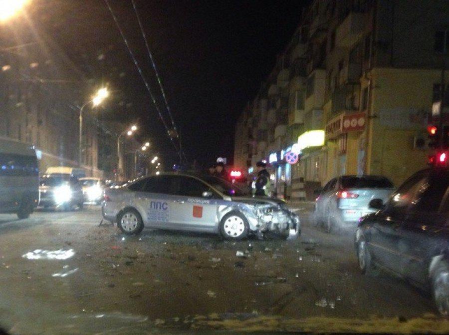 Вцентре Брянска разбили полицейский автомобиль