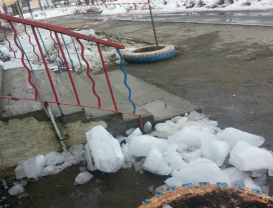 ВБрянске 4-летний парень пострадал отрухнувшего скрыши льда