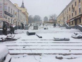 Снегопад в Брянске не остановил строителей лестницы к Набережной