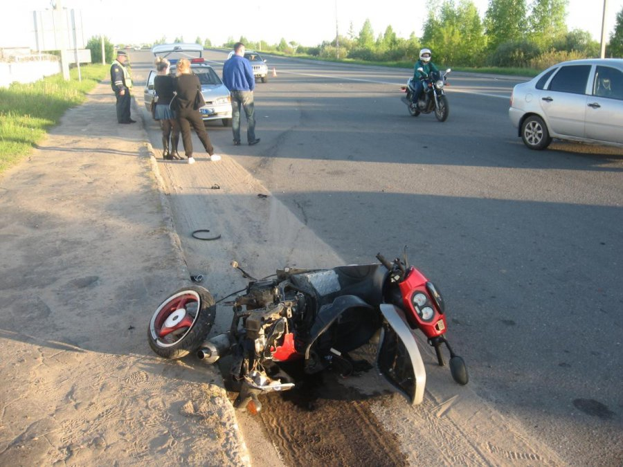 ВБрянске девушка на«ВАЗе» сбила мотоциклиста
