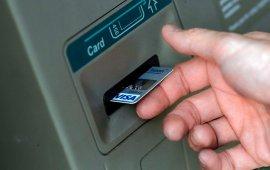 Брянец украл у пенсионера банковскую карту и снял с нее деньги