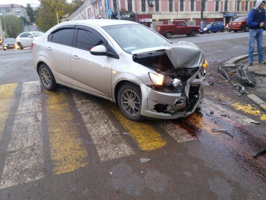 Профессиональный шофёр угодил вДТП убрянской Набережной