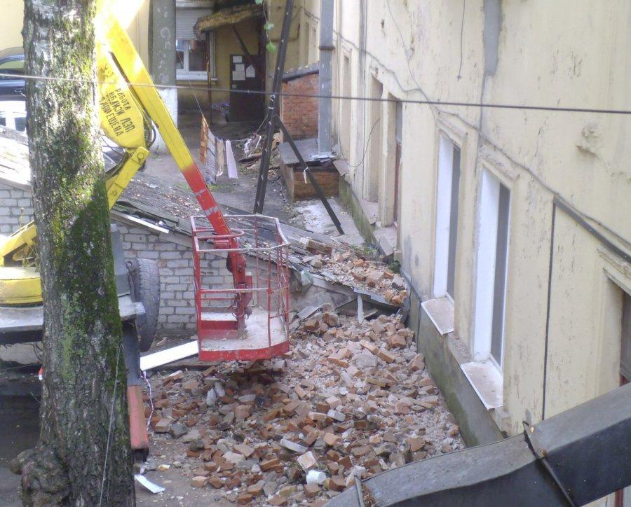 ВБрянске после капремонта обрушилась часть фронтона дома поулице Калинина