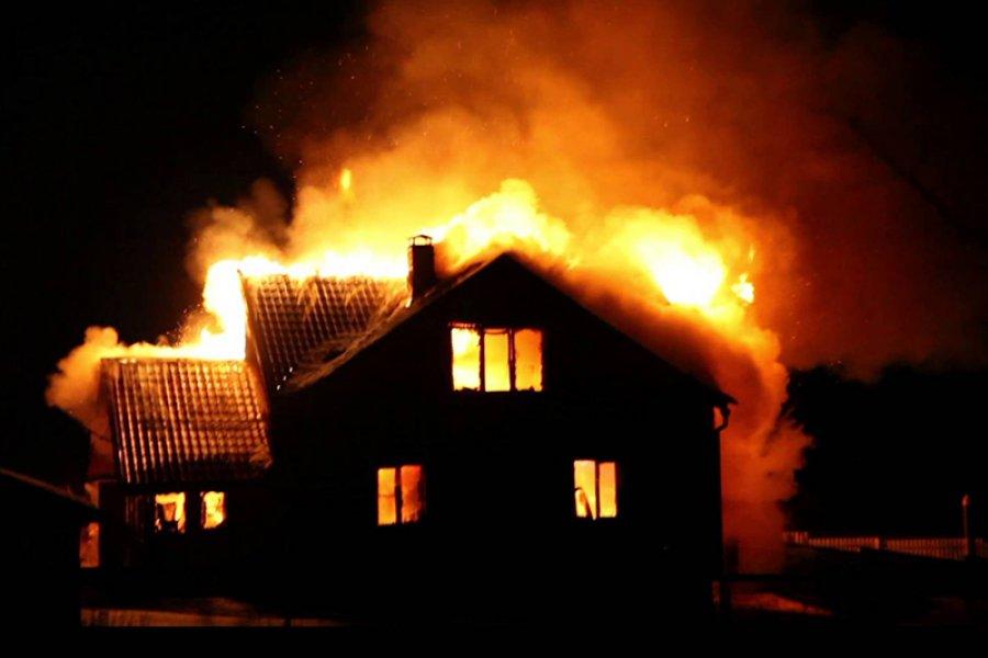 ВБежицком районе ночью сгорел дом, баня исарай